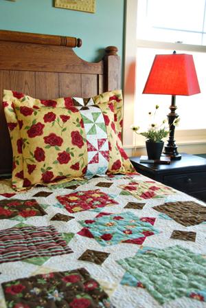 Flanged Pillow Sham with Pinwheel Decorative Insert