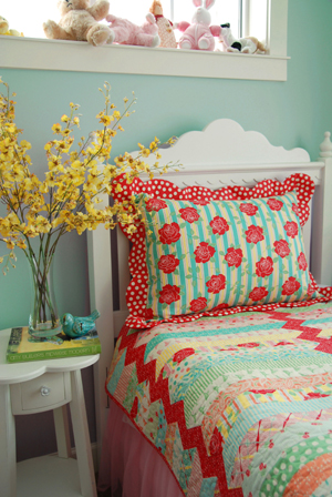 Flanged Pillow Sham with Scalloped Edges